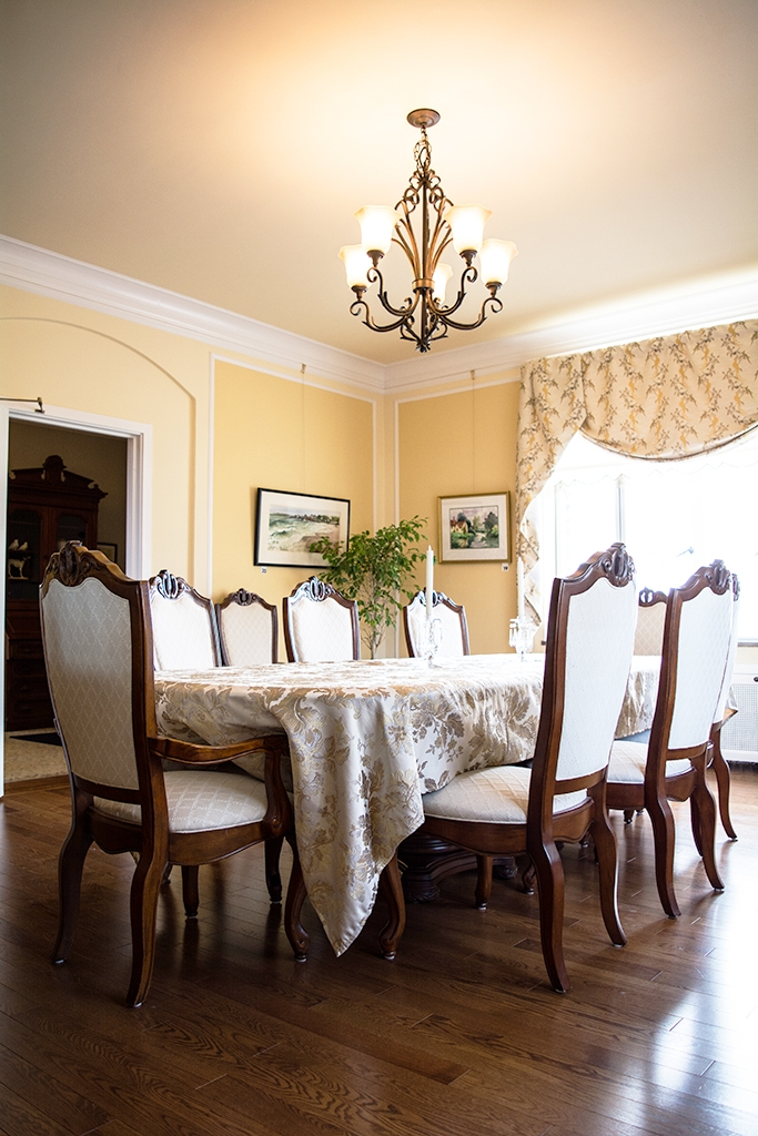 dining room at the manor on front bed and breakfast